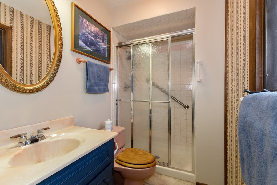Real Estate Photography - 972 West Bauer Rd, Naperville, IL, 60563 - Master Bathroom