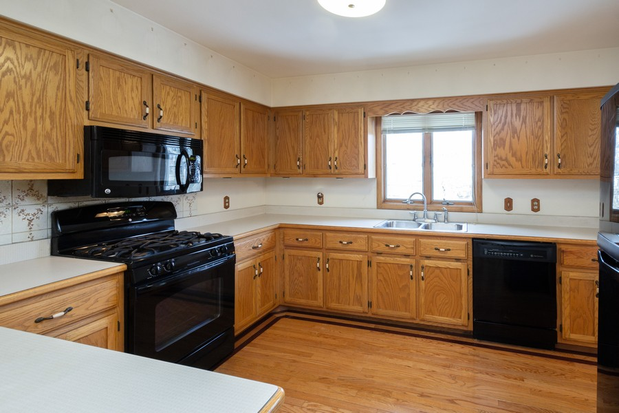 Real Estate Photography - 213 Deerhaven Dr, Minooka, IL, 60447 - Kitchen