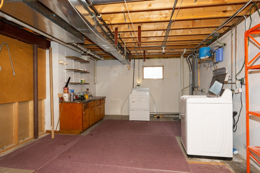 Real Estate Photography - 213 Deerhaven Dr, Minooka, IL, 60447 - Laundry Room