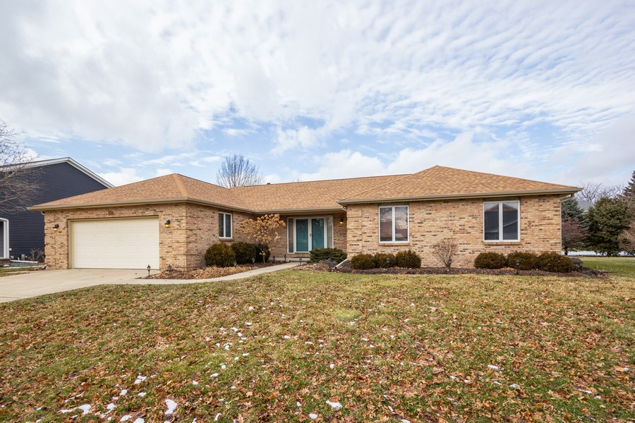 Real Estate Photography - 213 Deerhaven Dr, Minooka, IL, 60447 - Front View