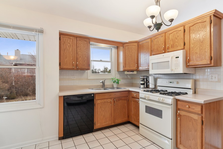 Real Estate Photography - 1591 Lois Ann Ln, Naperville, IL, 60563 - Kitchen
