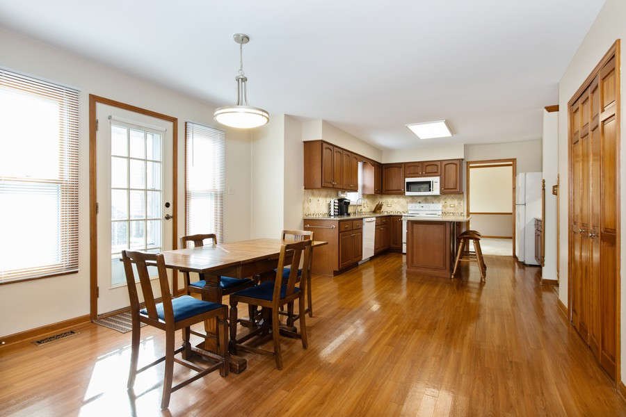 Real Estate Photography - 1416 Shepherd Dr, Naperville, IL, 60565 - Kitchen