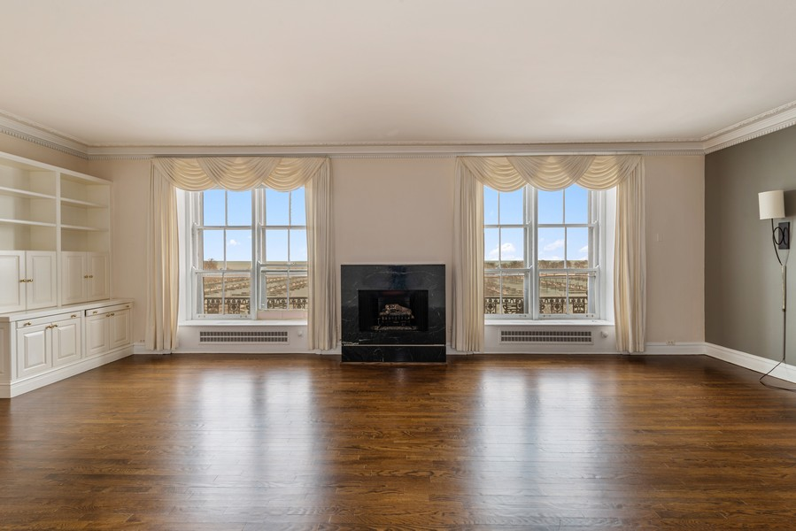 Real Estate Photography - 3400 North Lake Shore Dr, 4A, Chicago, IL, 60657 - Living Room