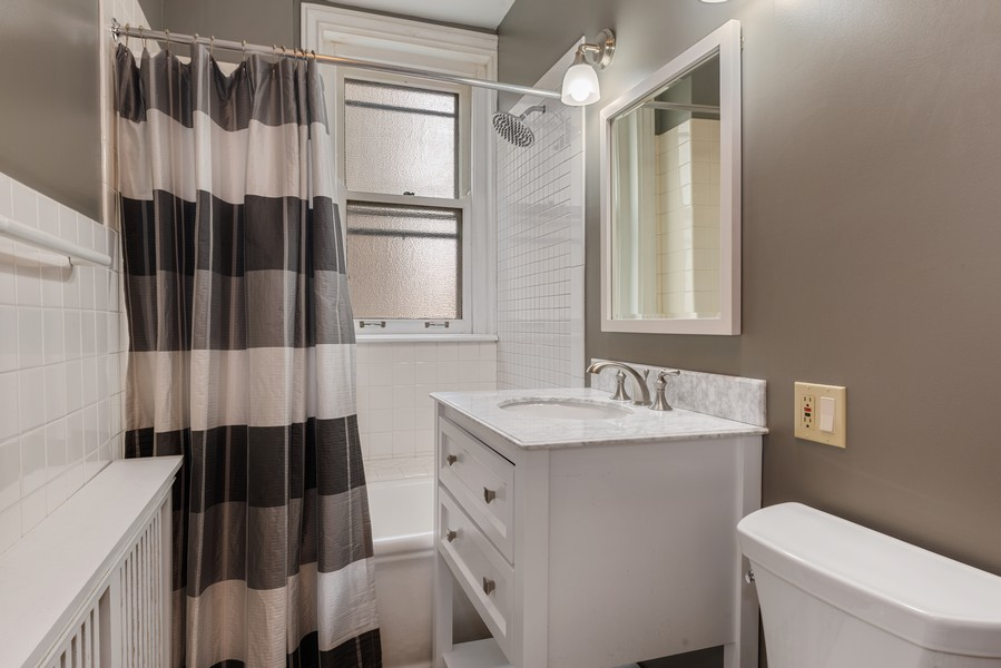 Real Estate Photography - 3400 North Lake Shore Dr, 4A, Chicago, IL, 60657 - 2nd Bathroom