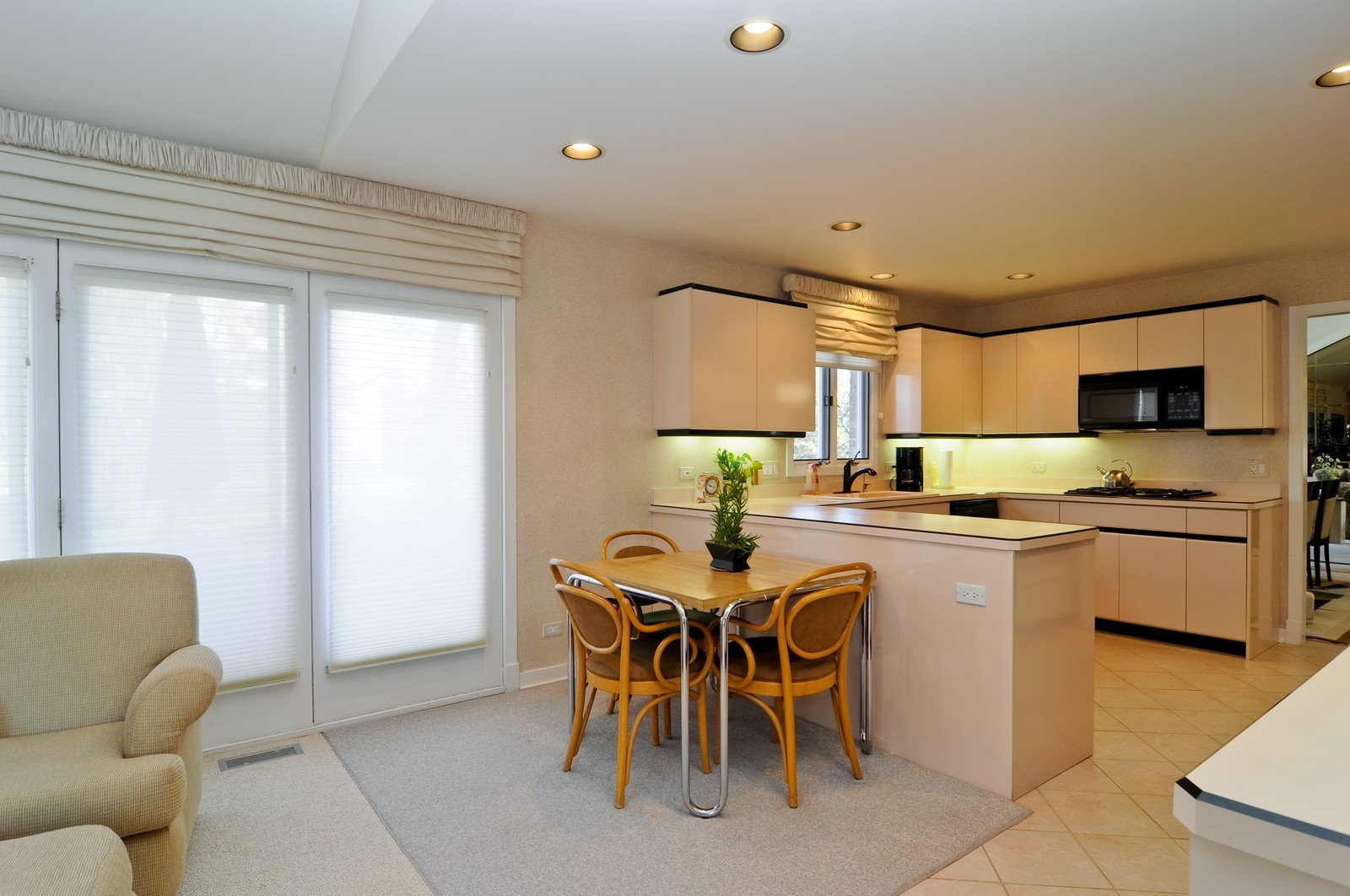 Real Estate Photography - 363 Rivershire Ct, Lincolnshire, IL, 60069 - Kitchen / Breakfast Room