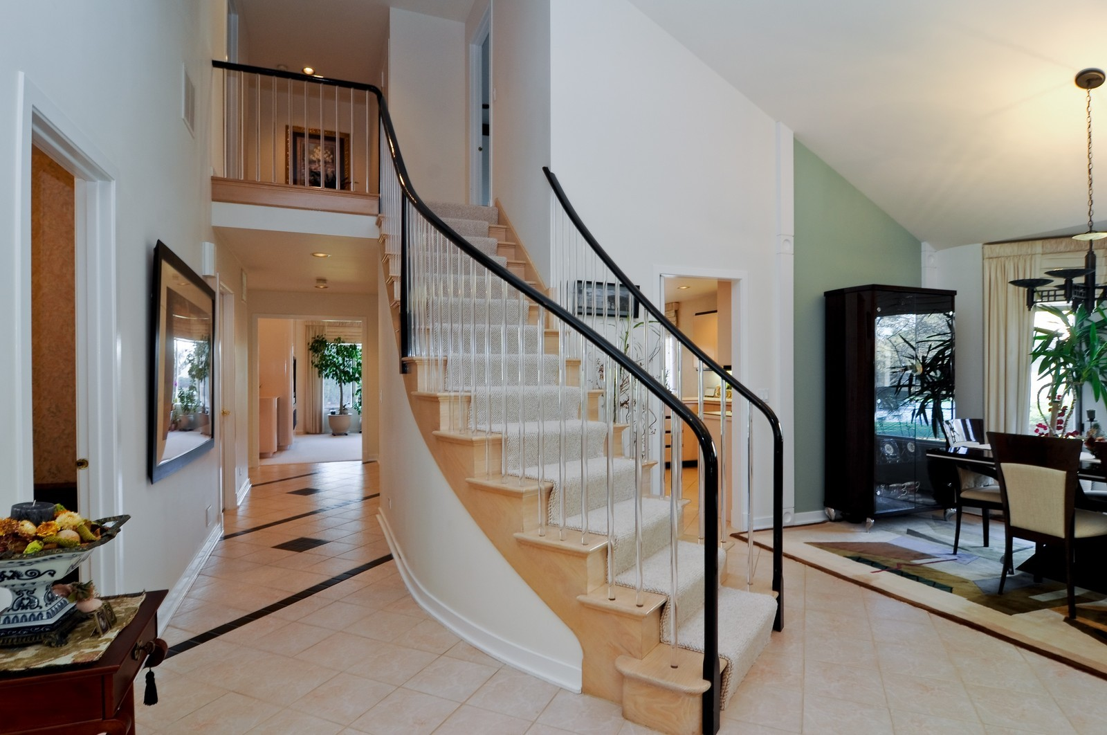 Real Estate Photography - 363 Rivershire Ct, Lincolnshire, IL, 60069 - Foyer