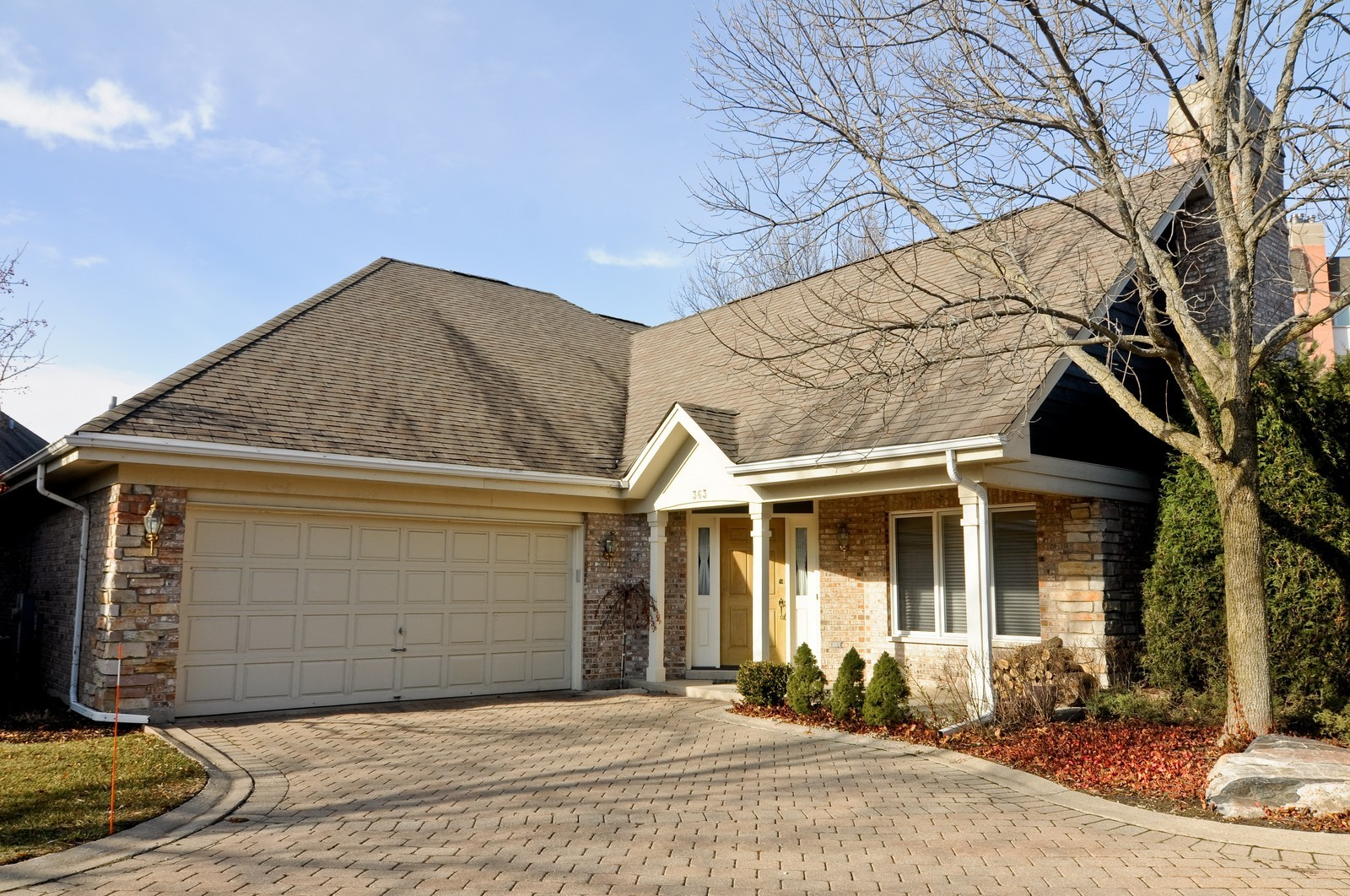 Real Estate Photography - 363 Rivershire Ct, Lincolnshire, IL, 60069 - Front View