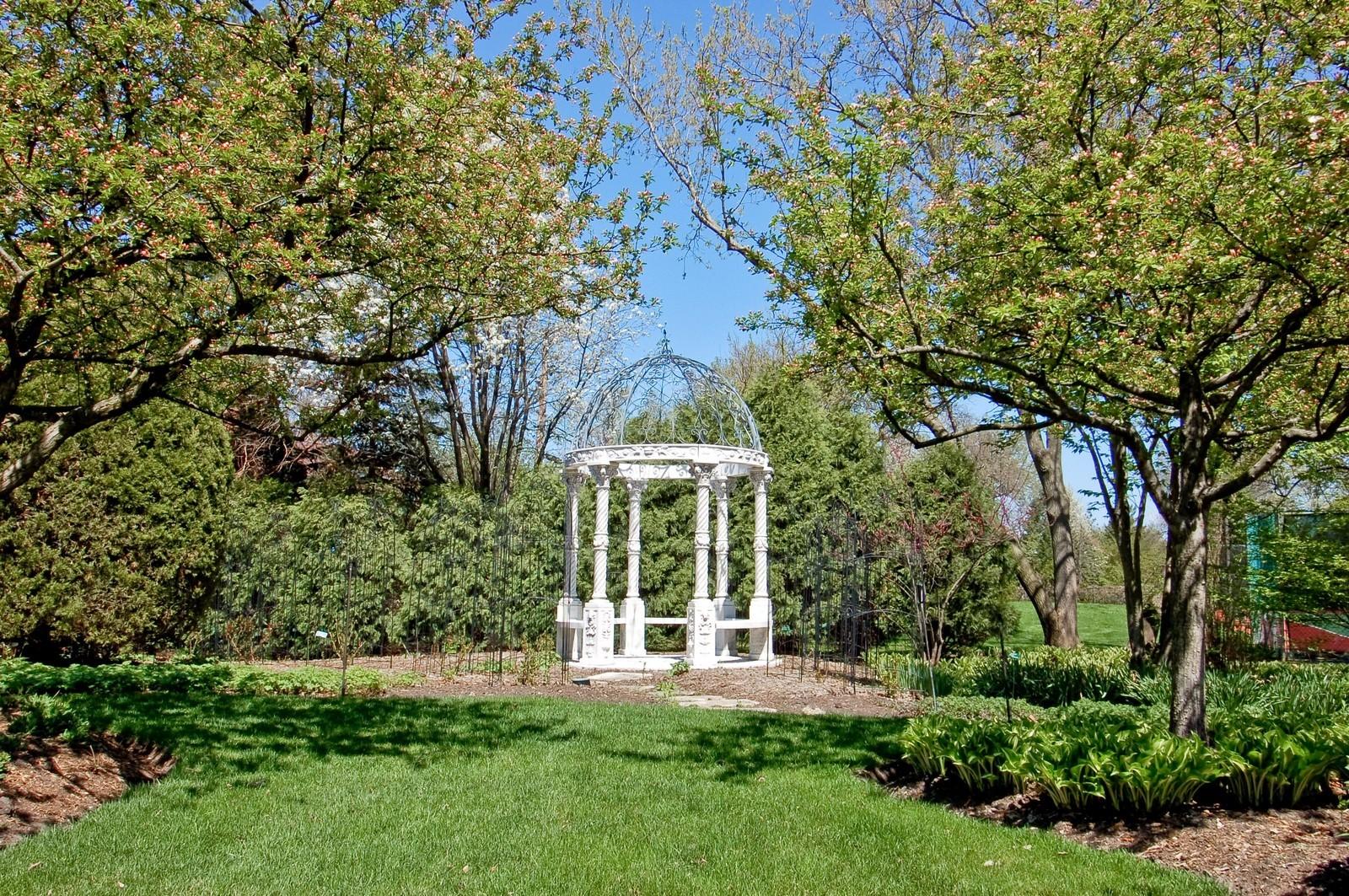 Real Estate Photography - 25471 W Plamondon, Wheaton, IL, 60189 - Location 4