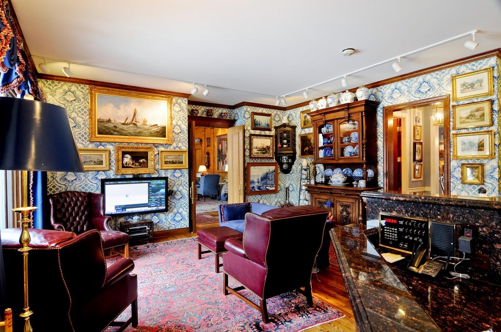 Real Estate Photography - 25471 W Plamondon, Wheaton, IL, 60189 - Hearth Room