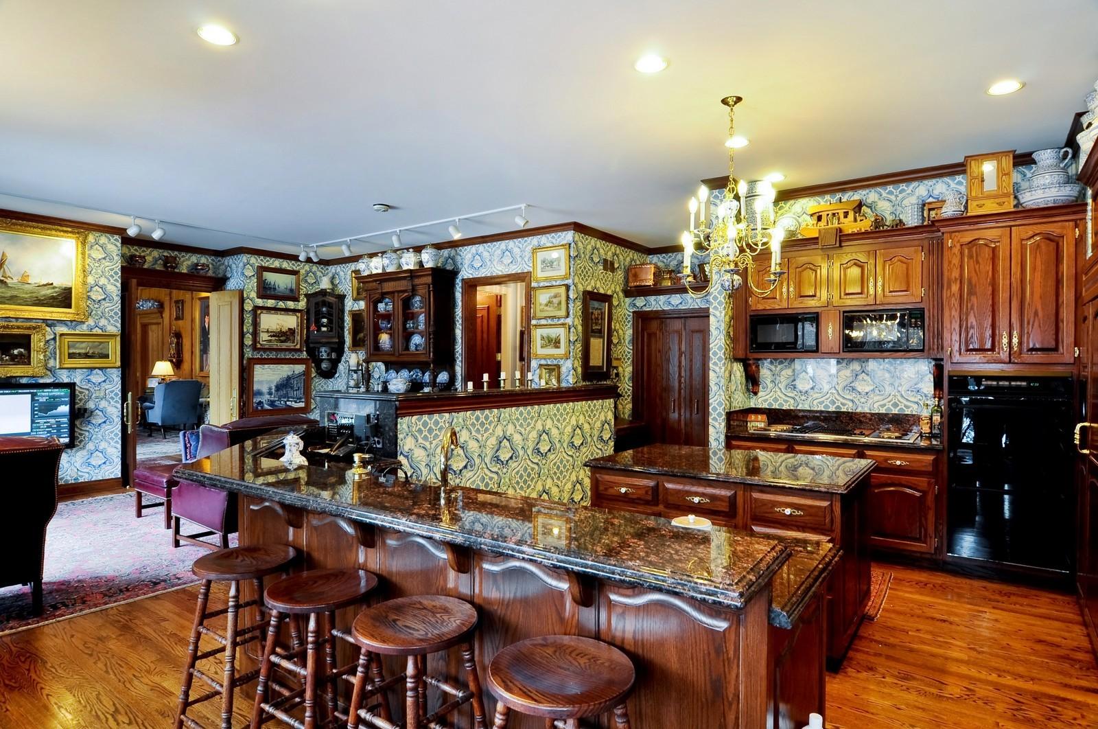 Real Estate Photography - 25471 W Plamondon, Wheaton, IL, 60189 - Kitchen