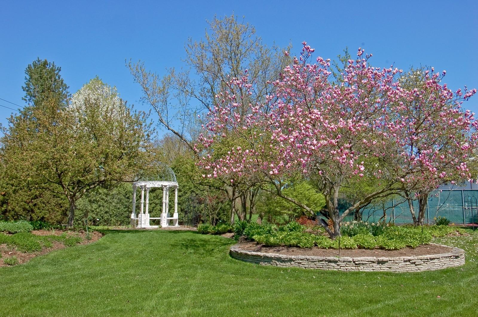 Real Estate Photography - 25471 W Plamondon, Wheaton, IL, 60189 - Gazebo