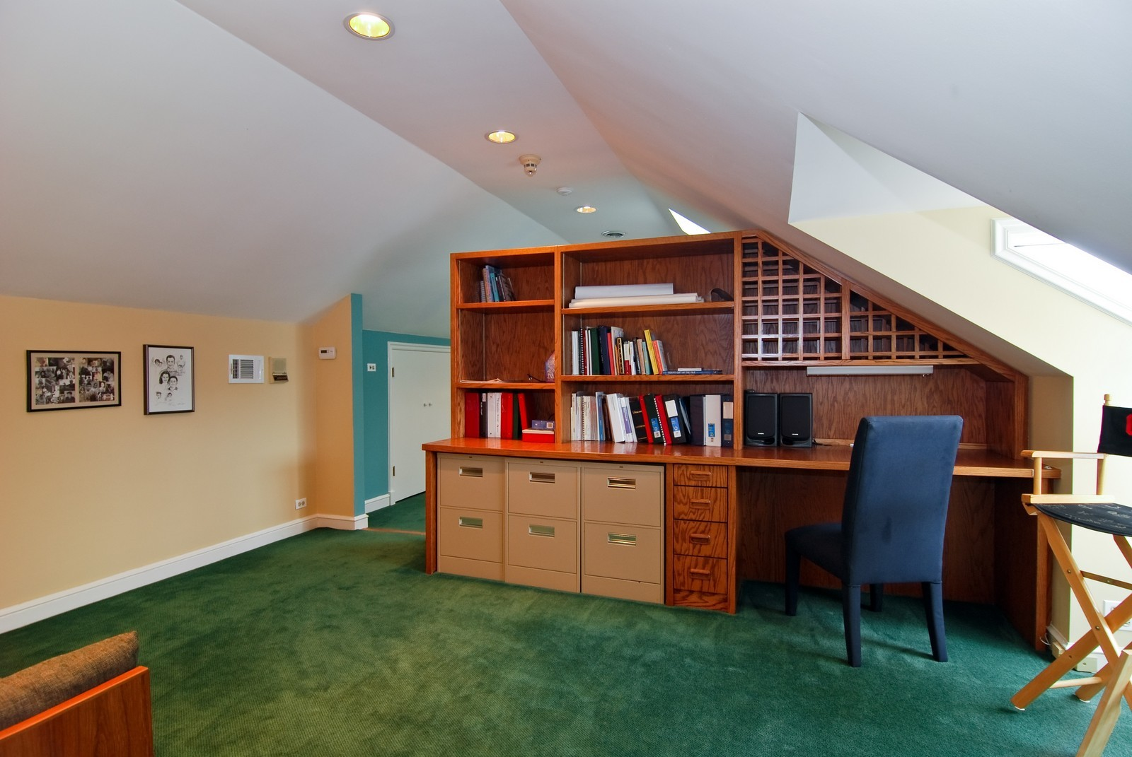 Real Estate Photography - 1532 Butterfield Road, Flossmoor, IL, 60422 - Third floor den with work station.
