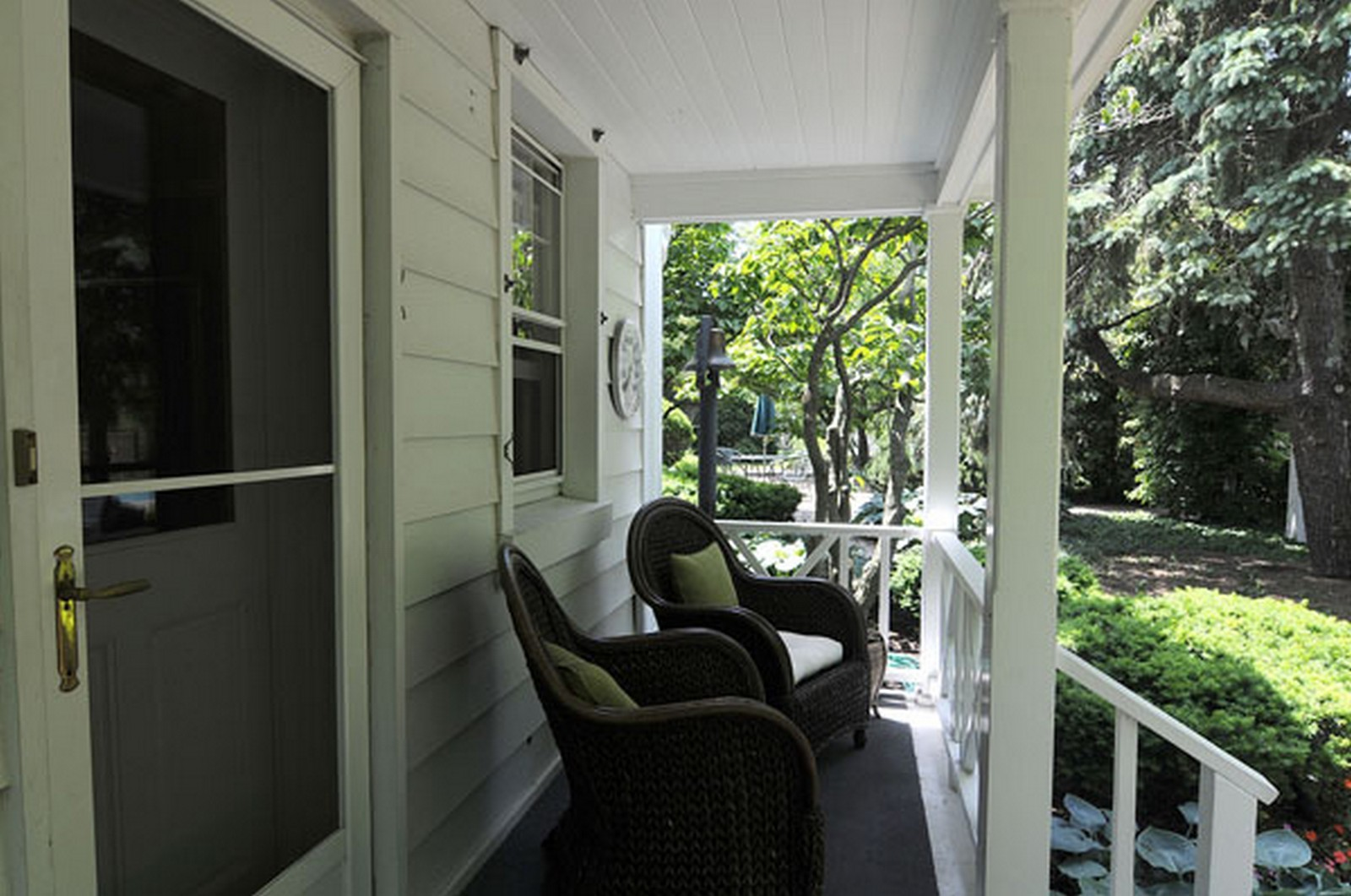 Real Estate Photography - 1532 Butterfield Road, Flossmoor, IL, 60422 - Porch