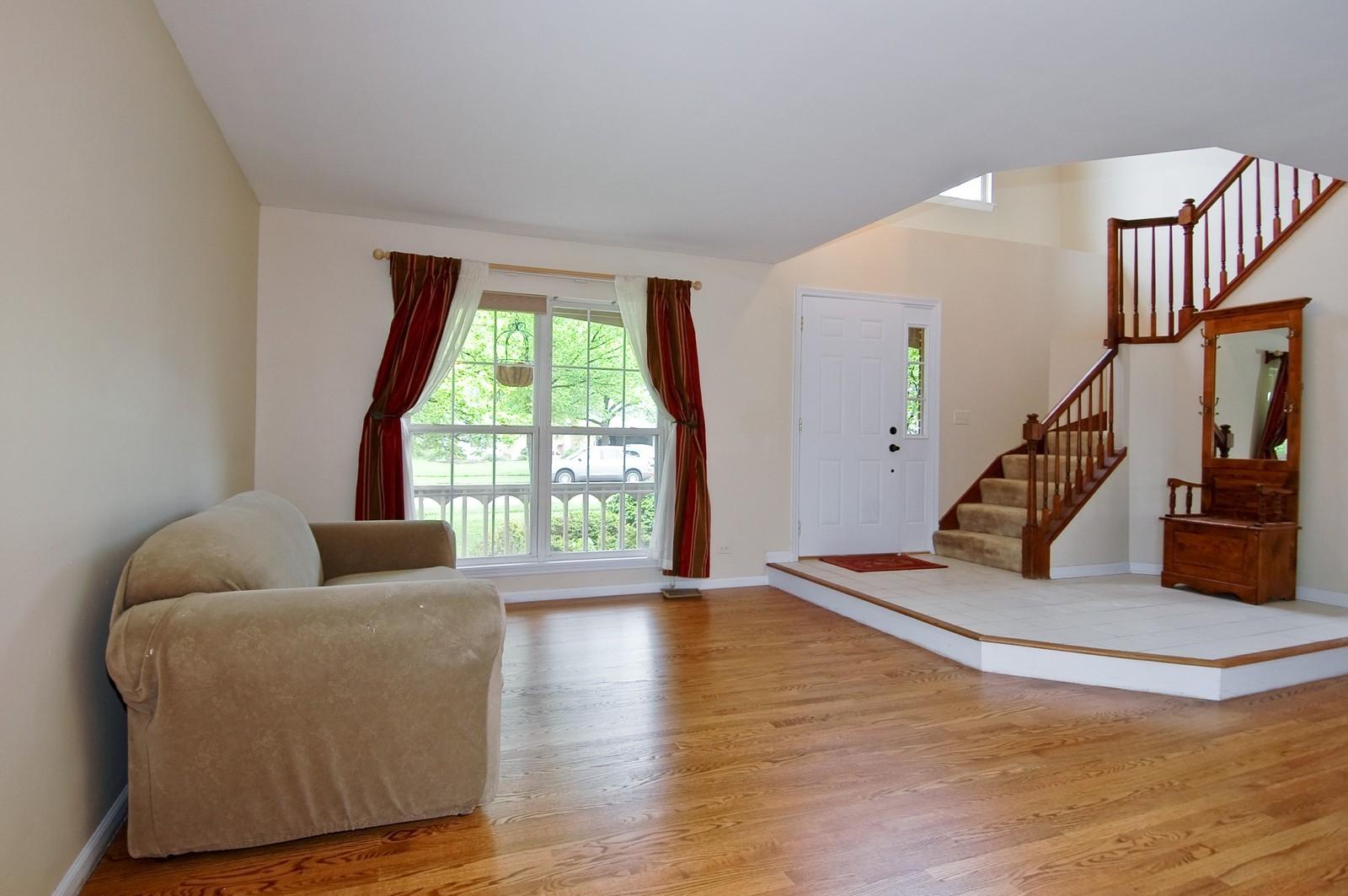 Real Estate Photography - 1086 Camillia, Fox River Grove, IL, 60021 - Foyer/Living Room