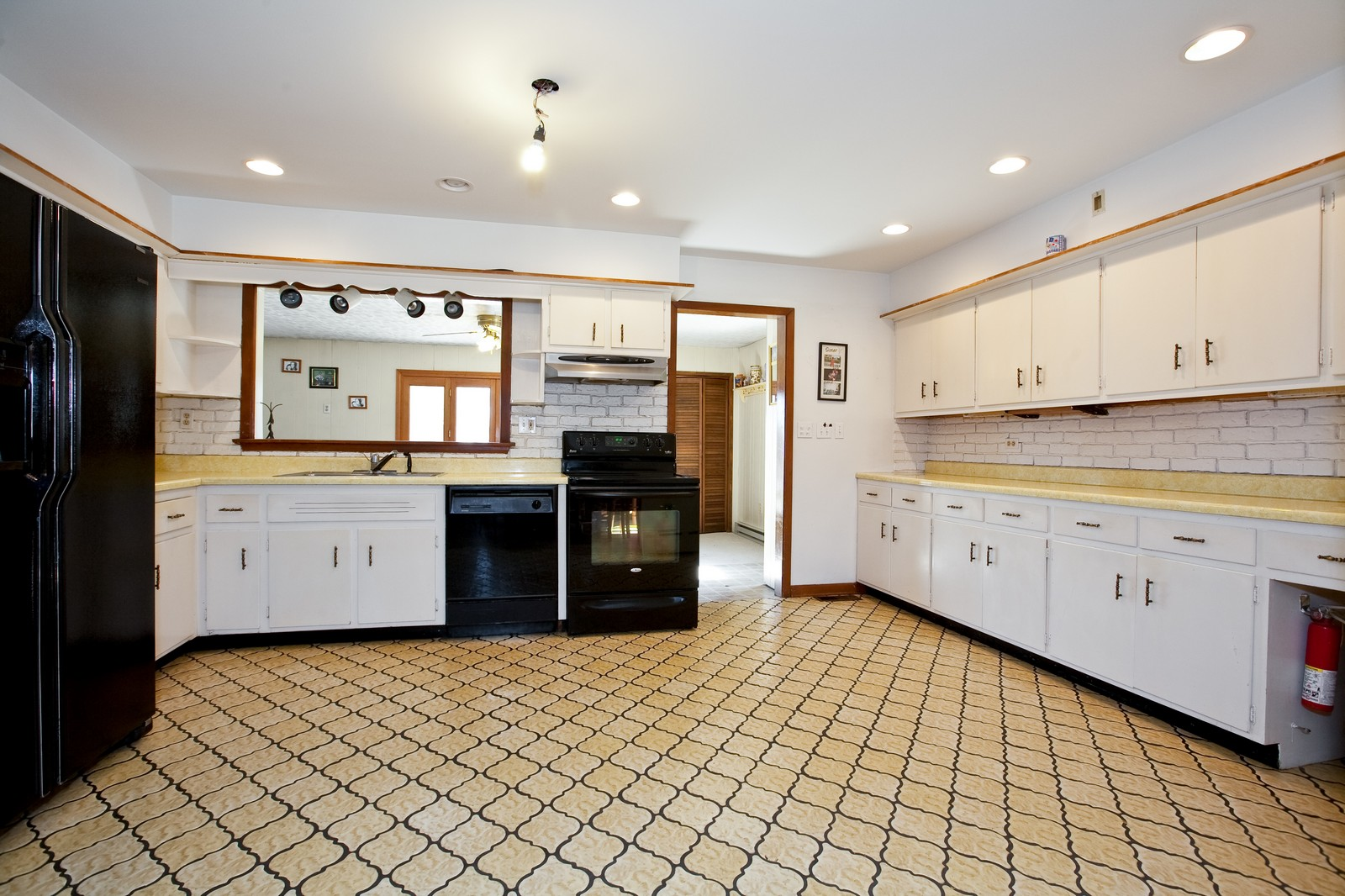 Real Estate Photography - 521 N Park, Westmont, IL, 60559 - Kitchen