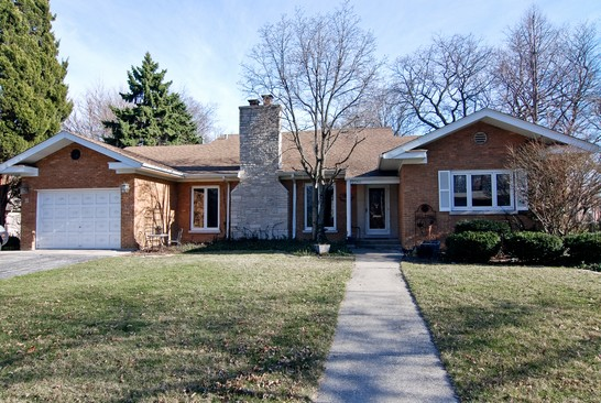 Front View photograph of 2240 Vardon Flossmoor Illinois 60422