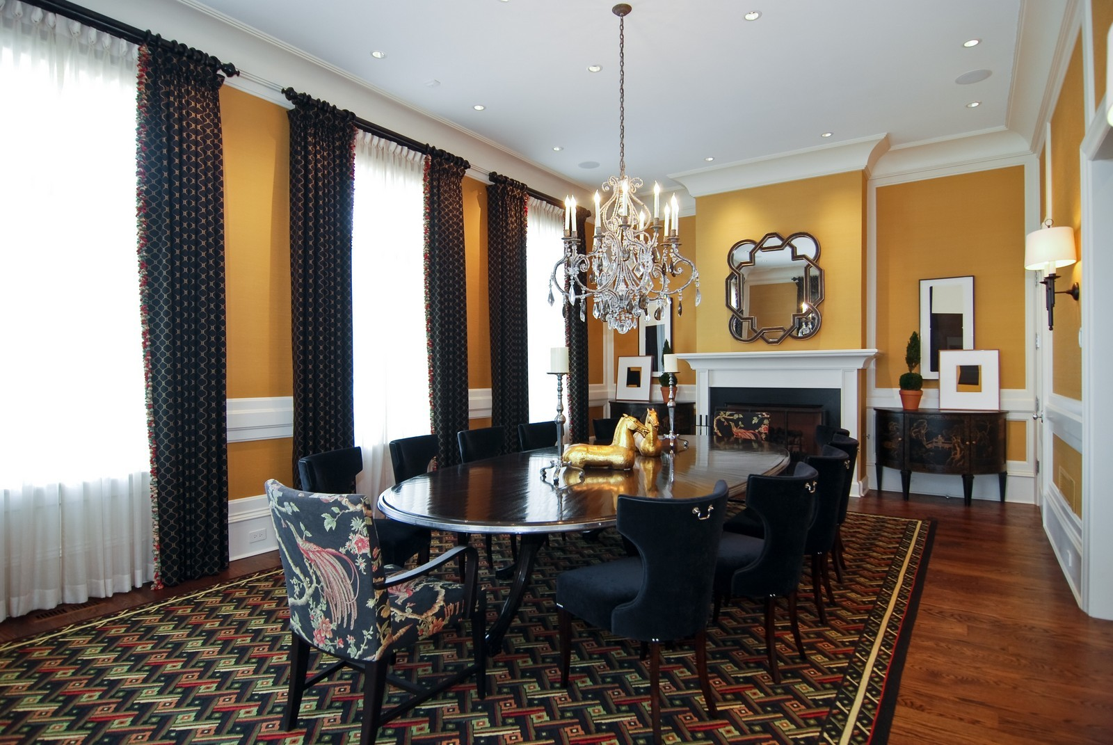 Real Estate Photography - 729 N Kingsbury, Chicago, IL, 60654 - Dining Room