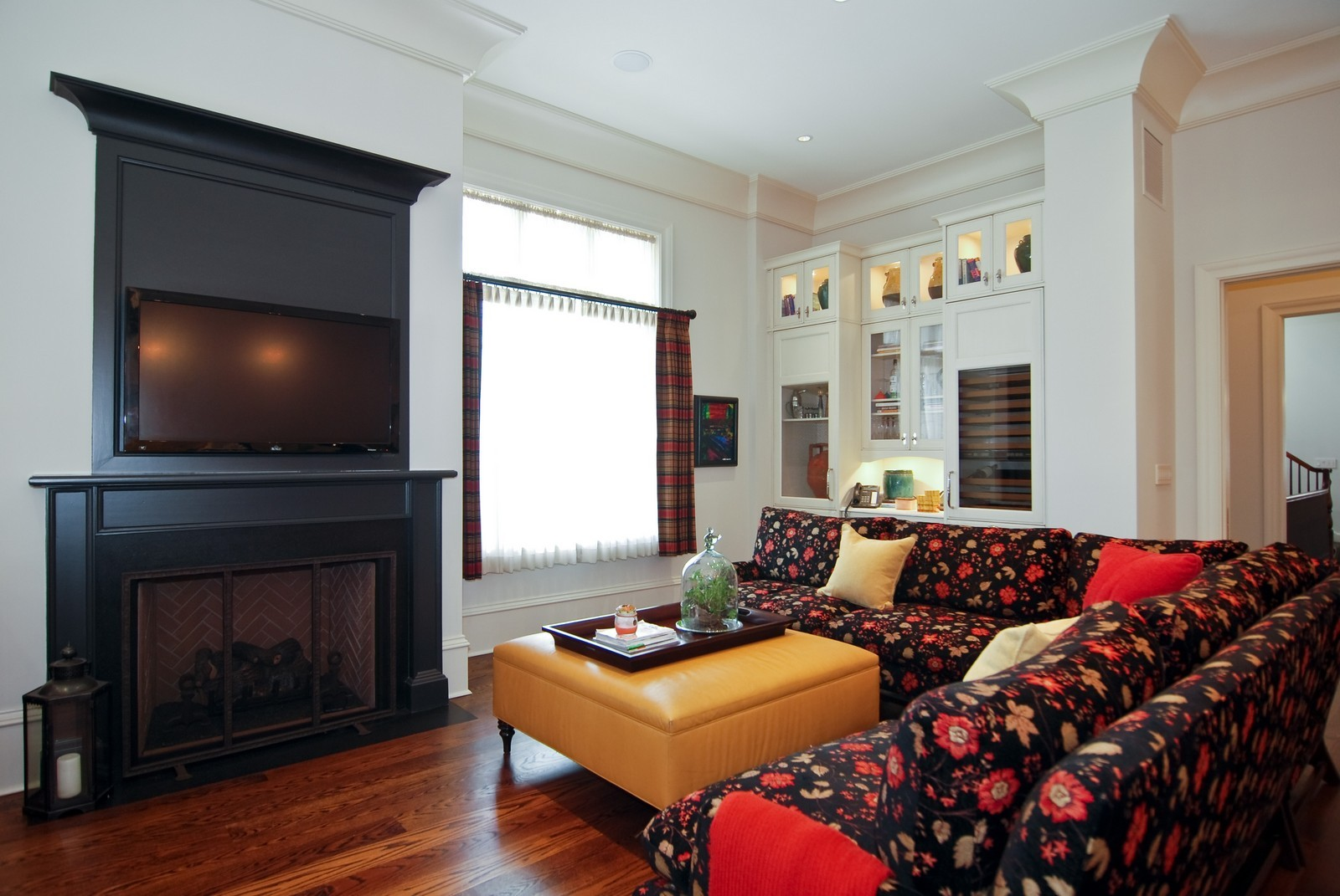 Real Estate Photography - 729 N Kingsbury, Chicago, IL, 60654 - Family Room