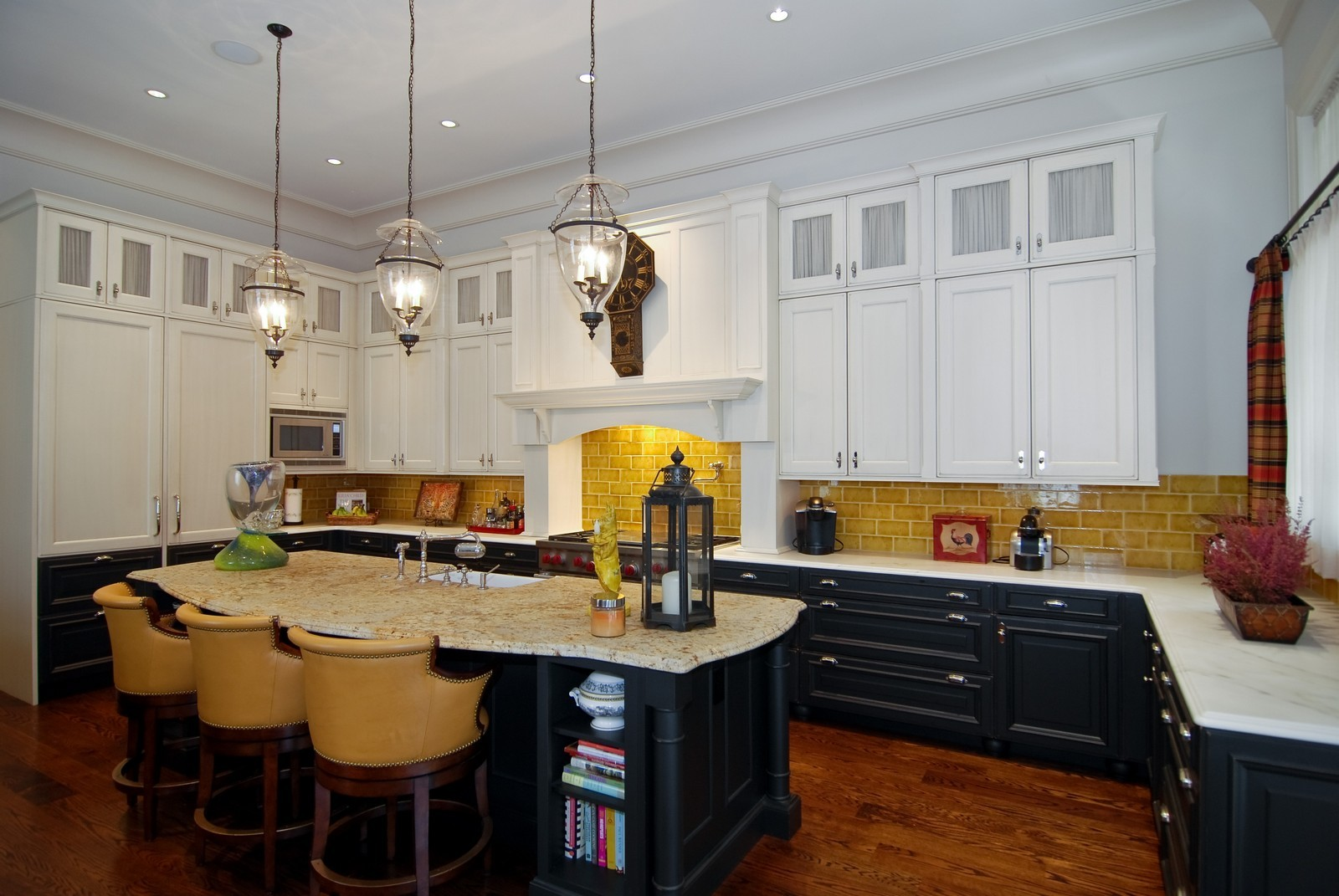 Real Estate Photography - 729 N Kingsbury, Chicago, IL, 60654 - Kitchen