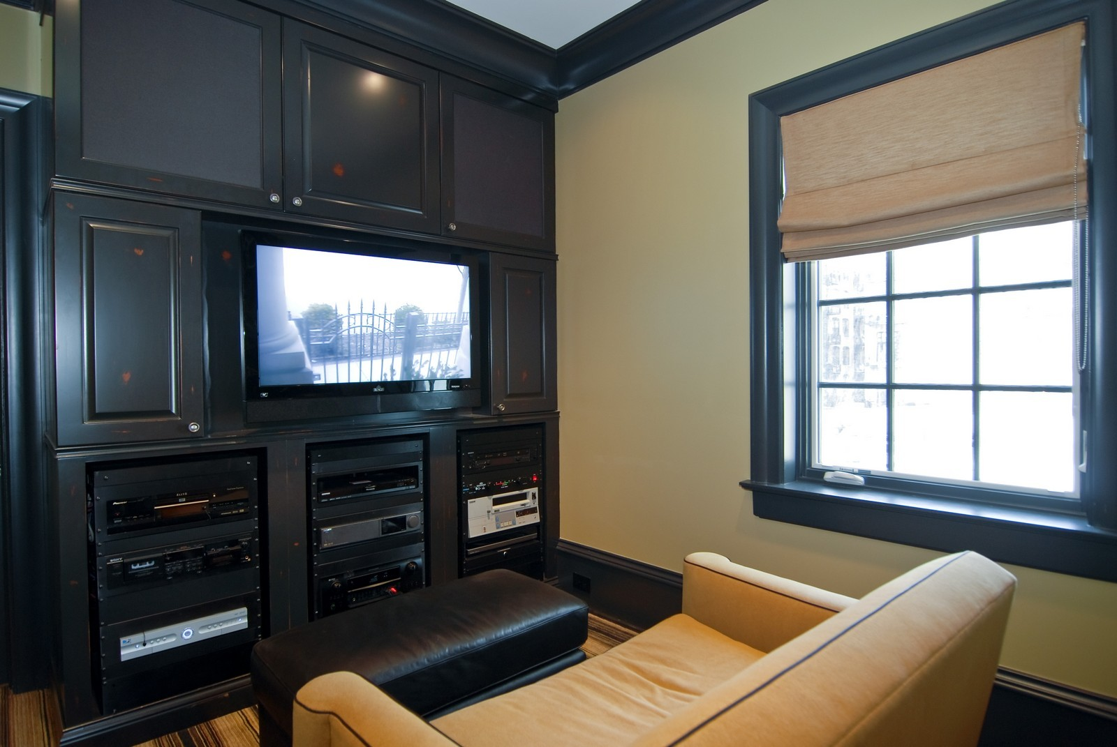 Real Estate Photography - 729 N Kingsbury, Chicago, IL, 60654 - Den