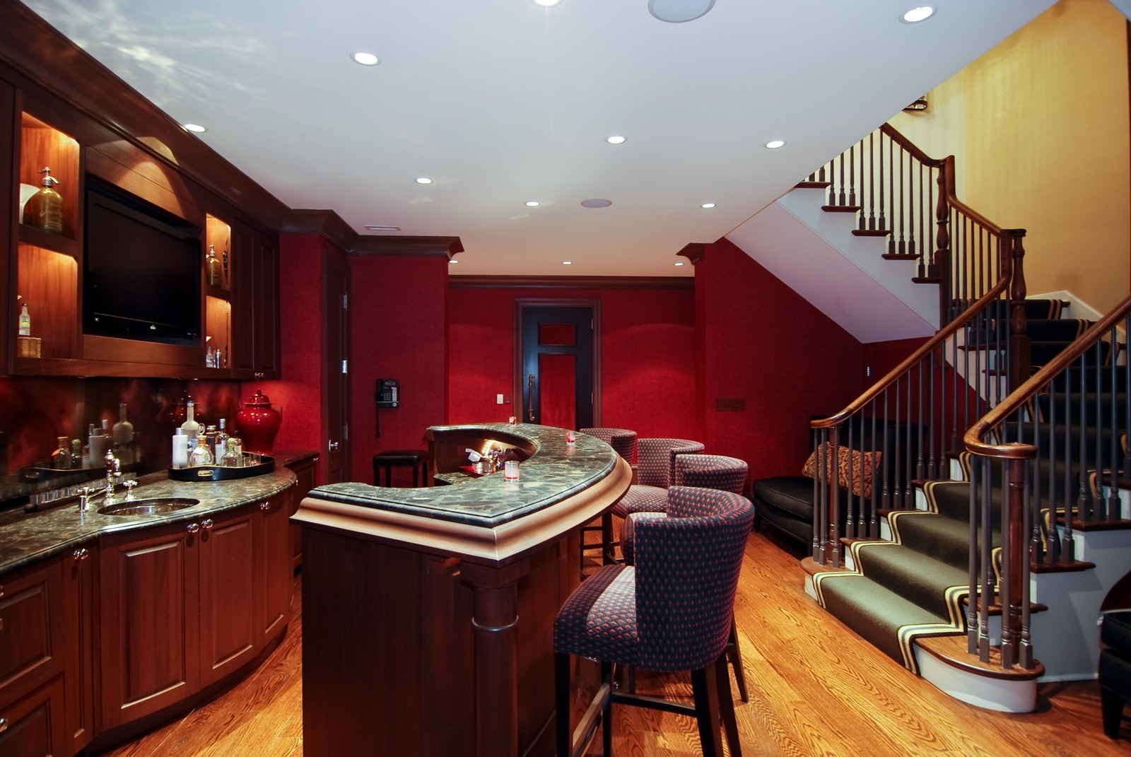 Real Estate Photography - 729 N Kingsbury, Chicago, IL, 60654 - Bar