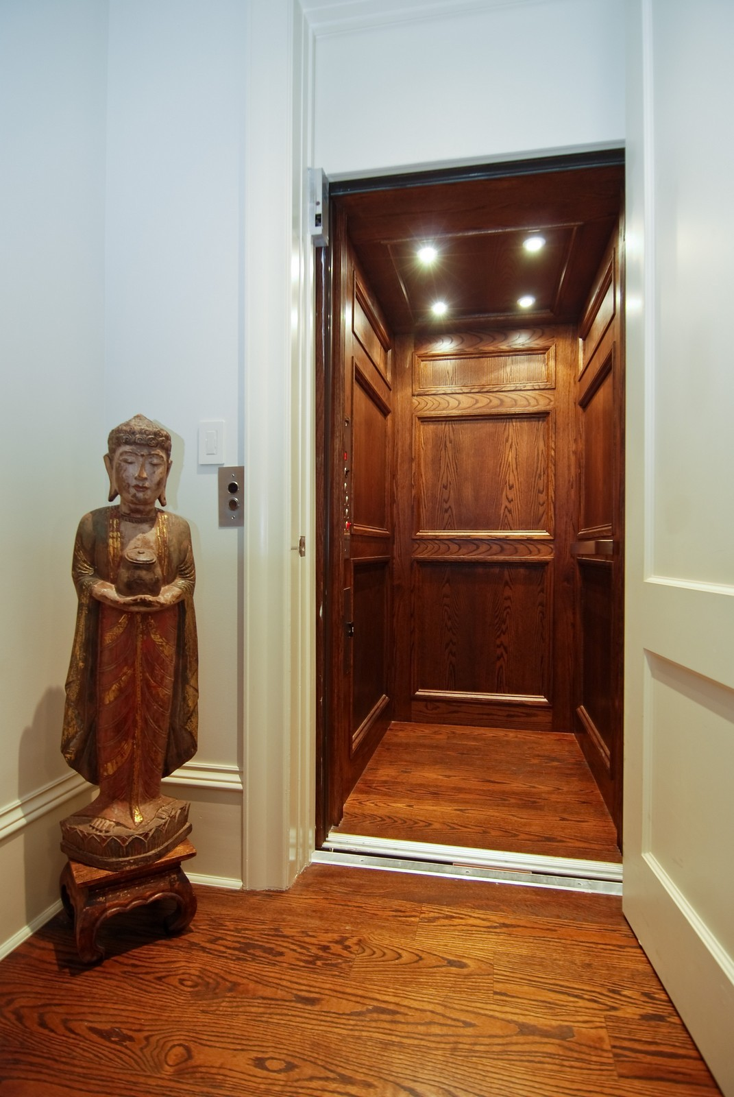 Real Estate Photography - 729 N Kingsbury, Chicago, IL, 60654 - Elevator