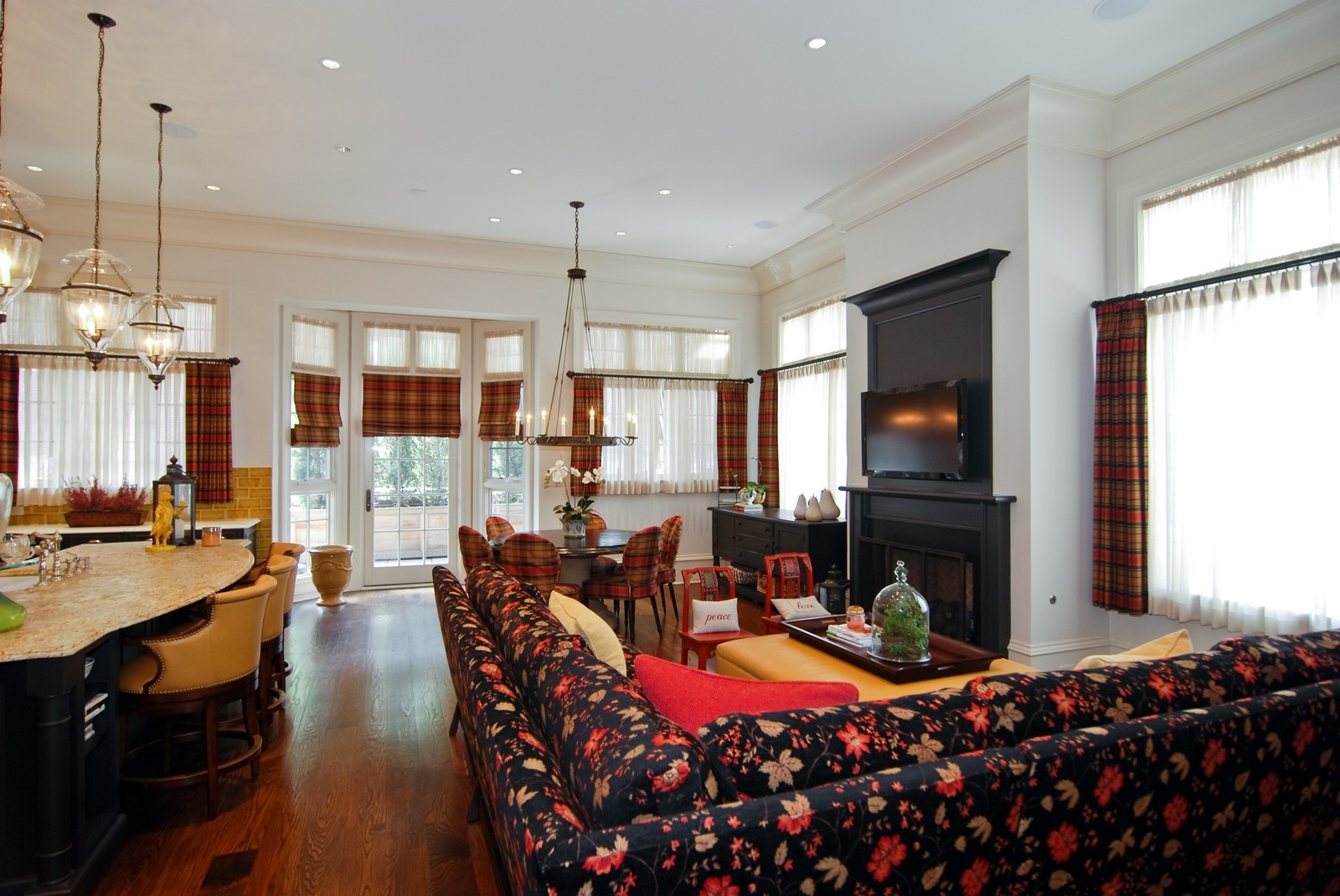 Real Estate Photography - 729 N Kingsbury, Chicago, IL, 60654 - Family Room / Kitchen
