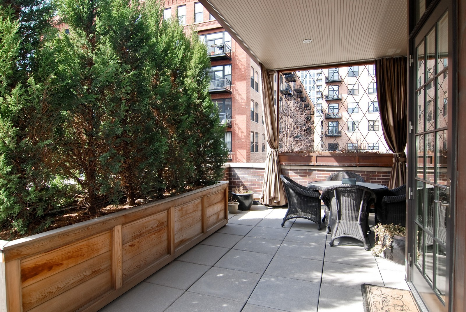 Real Estate Photography - 729 N Kingsbury, Chicago, IL, 60654 - Balcony
