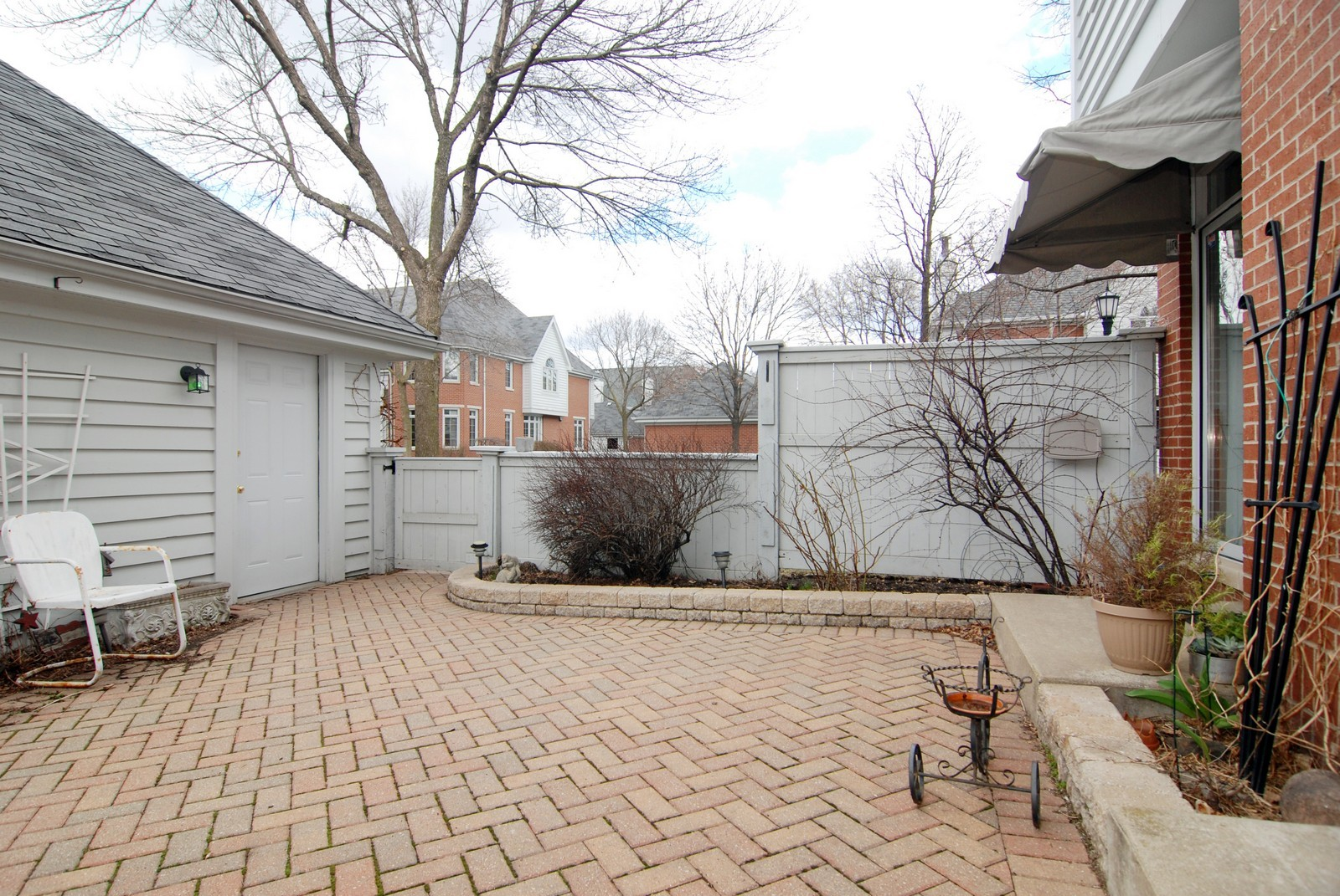 Real Estate Photography - 5918 N Sauganash Ln, Chicago, IL, 60647 - Back Yard