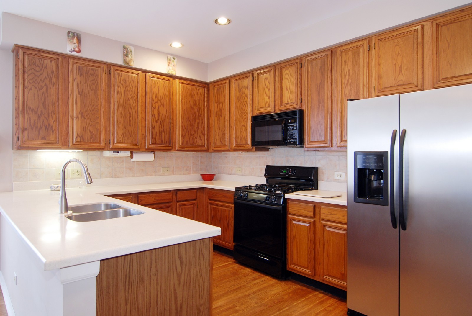 Real Estate Photography - 5918 N Sauganash Ln, Chicago, IL, 60647 - Kitchen