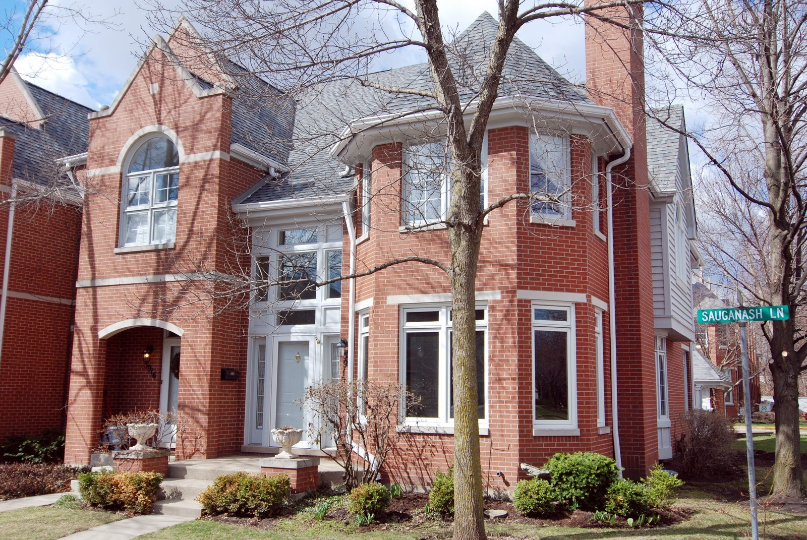 Real Estate Photography - 5918 N Sauganash Ln, Chicago, IL, 60647 - Front View