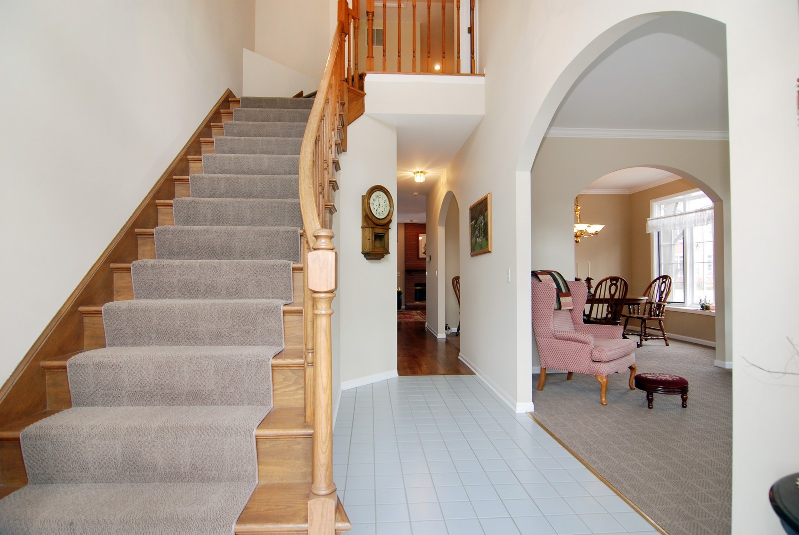 Real Estate Photography - 5918 N Sauganash Ln, Chicago, IL, 60647 - Entryway