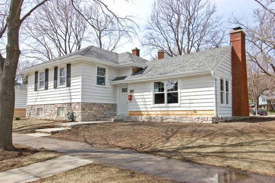 Front View photograph of 258 Crest Glen Ellyn Illinois 60137