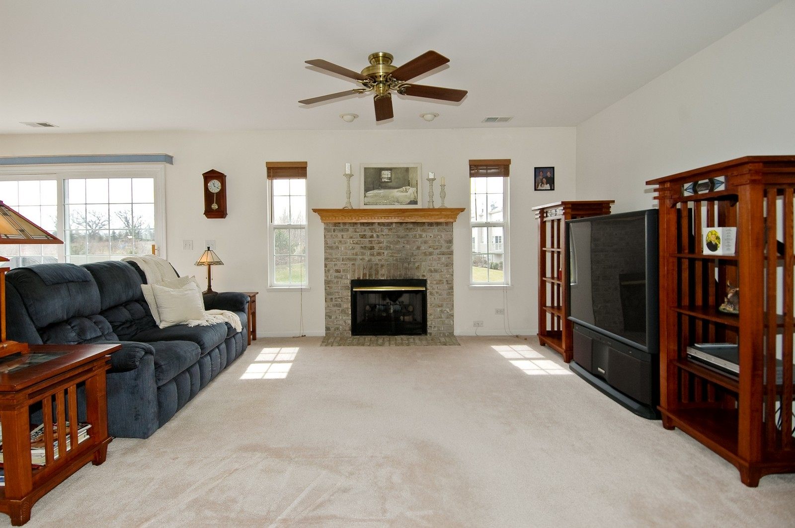 Real Estate Photography - 2623 Cobblestone, Crystal Lake, IL, 60012 - Living Room