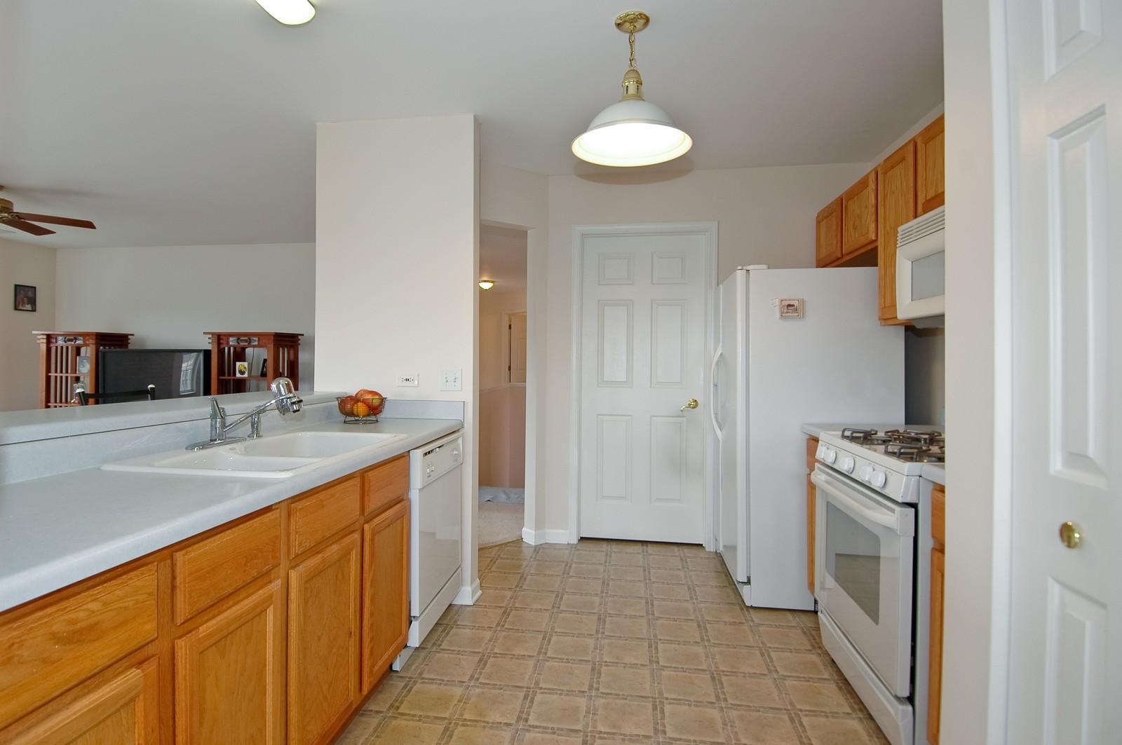 Real Estate Photography - 2623 Cobblestone, Crystal Lake, IL, 60012 - Kitchen
