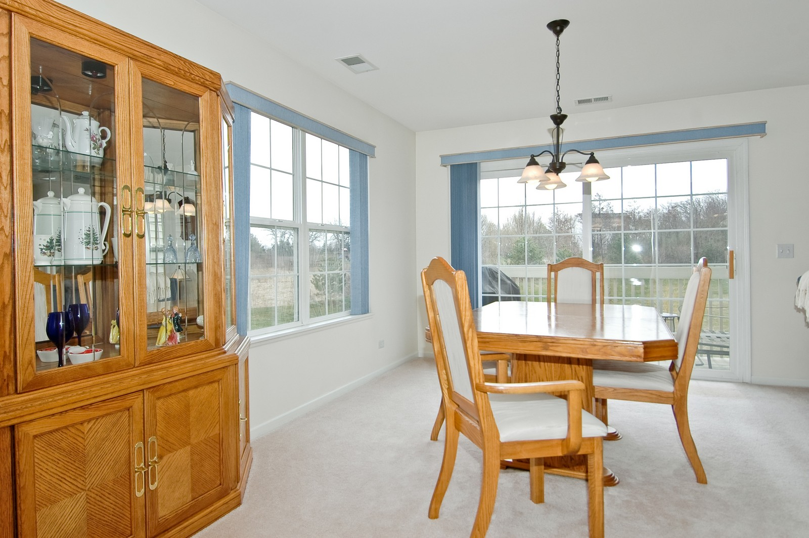 Real Estate Photography - 2623 Cobblestone, Crystal Lake, IL, 60012 - Dining Room