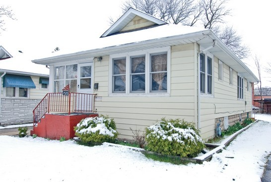 Front View photograph of 1520 Brookside Waukegan Illinois 60085