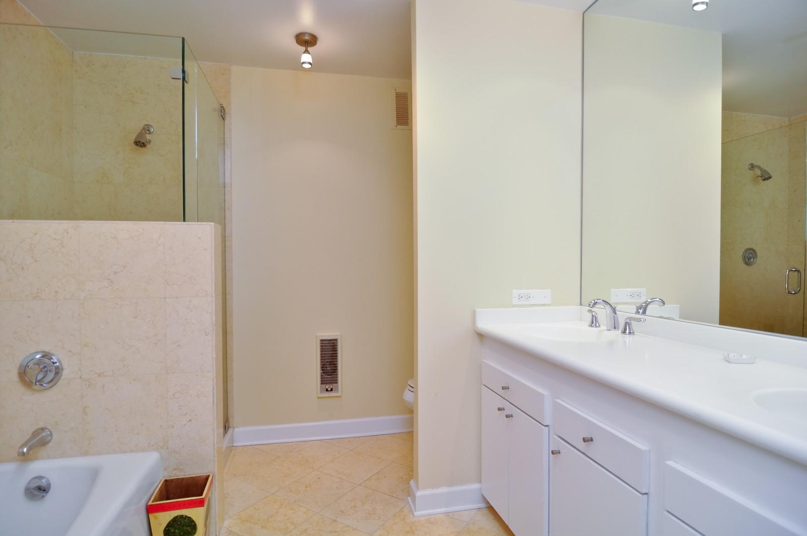 Real Estate Photography - 1500 Sheridan, 3F, Wilmette, IL, 60091 - Master Bathroom