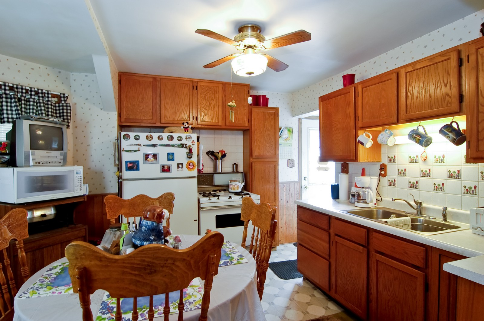 Real Estate Photography - 115 60th, Downers Grove, IL, 60516 - Kitchen