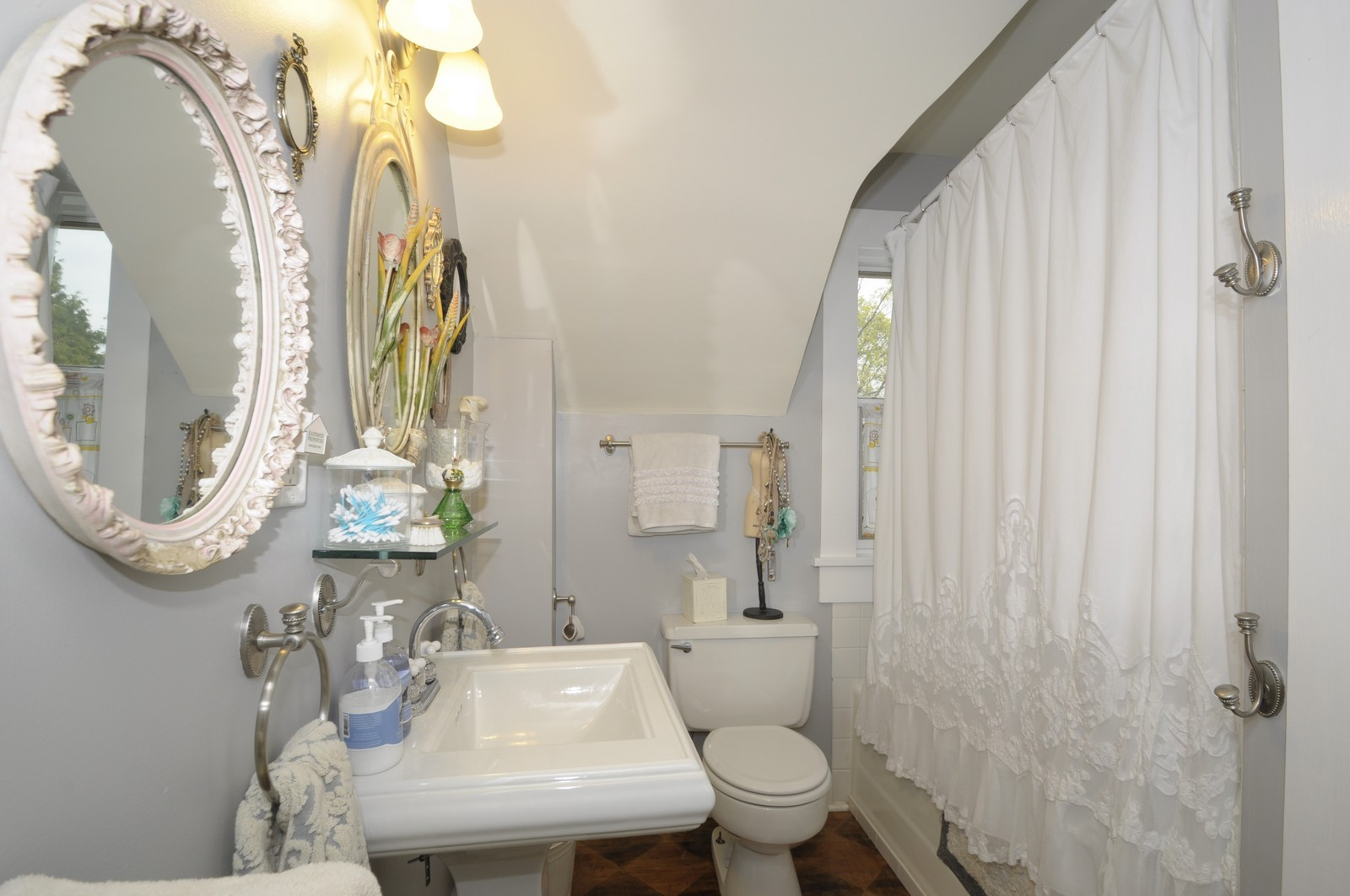 Real Estate Photography - 35 N 12th, Saint Charles, IL, 60174 - Bathroom