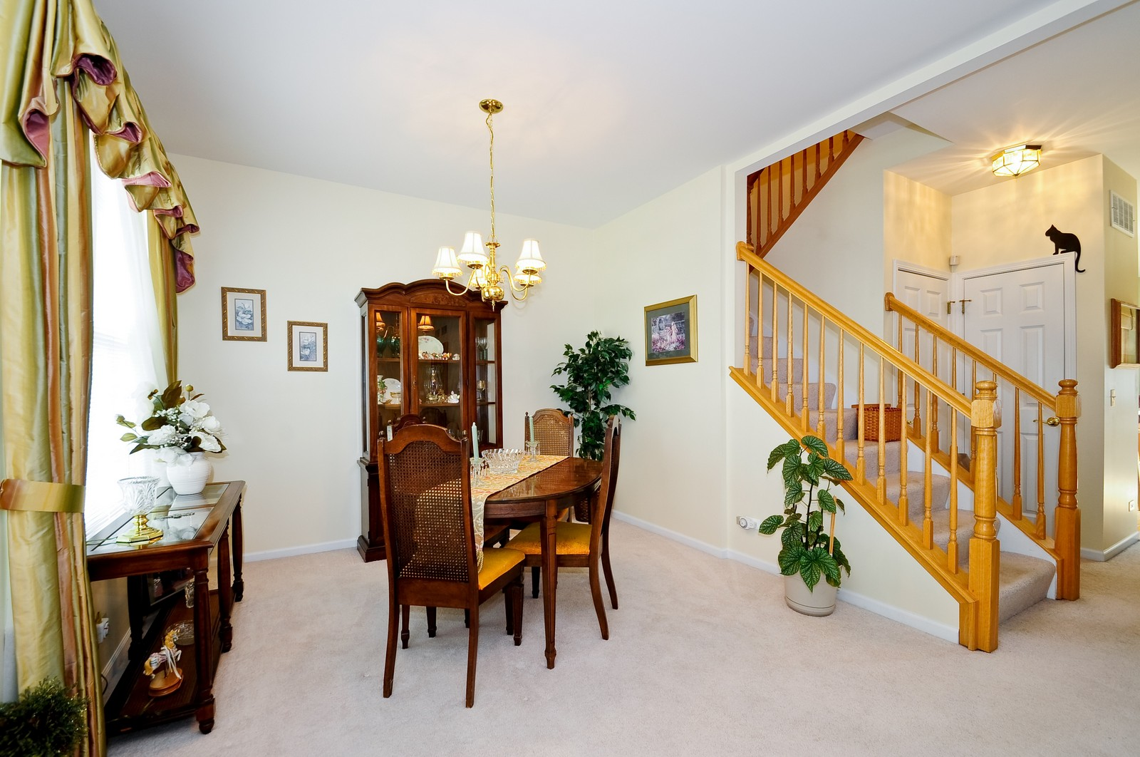 Real Estate Photography - 2012 Wagner, 206, Batavia, IL, 60510 - Dining Area