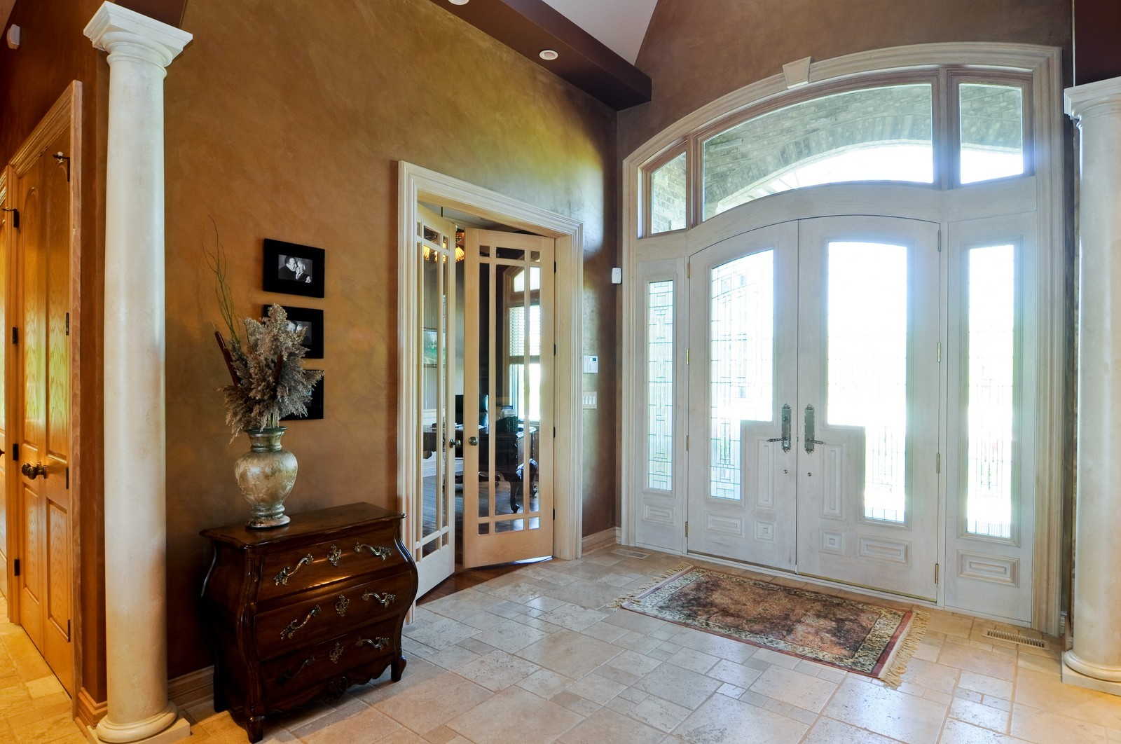 Real Estate Photography - 49 Brittany, Oakwood Hills, IL, 60013 - Foyer