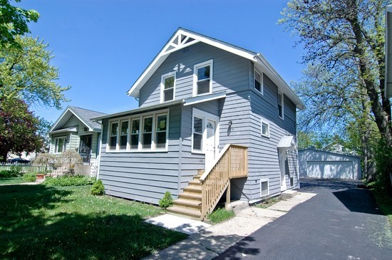 Front View photograph of 1020 Highland Waukegan Illinois 60085