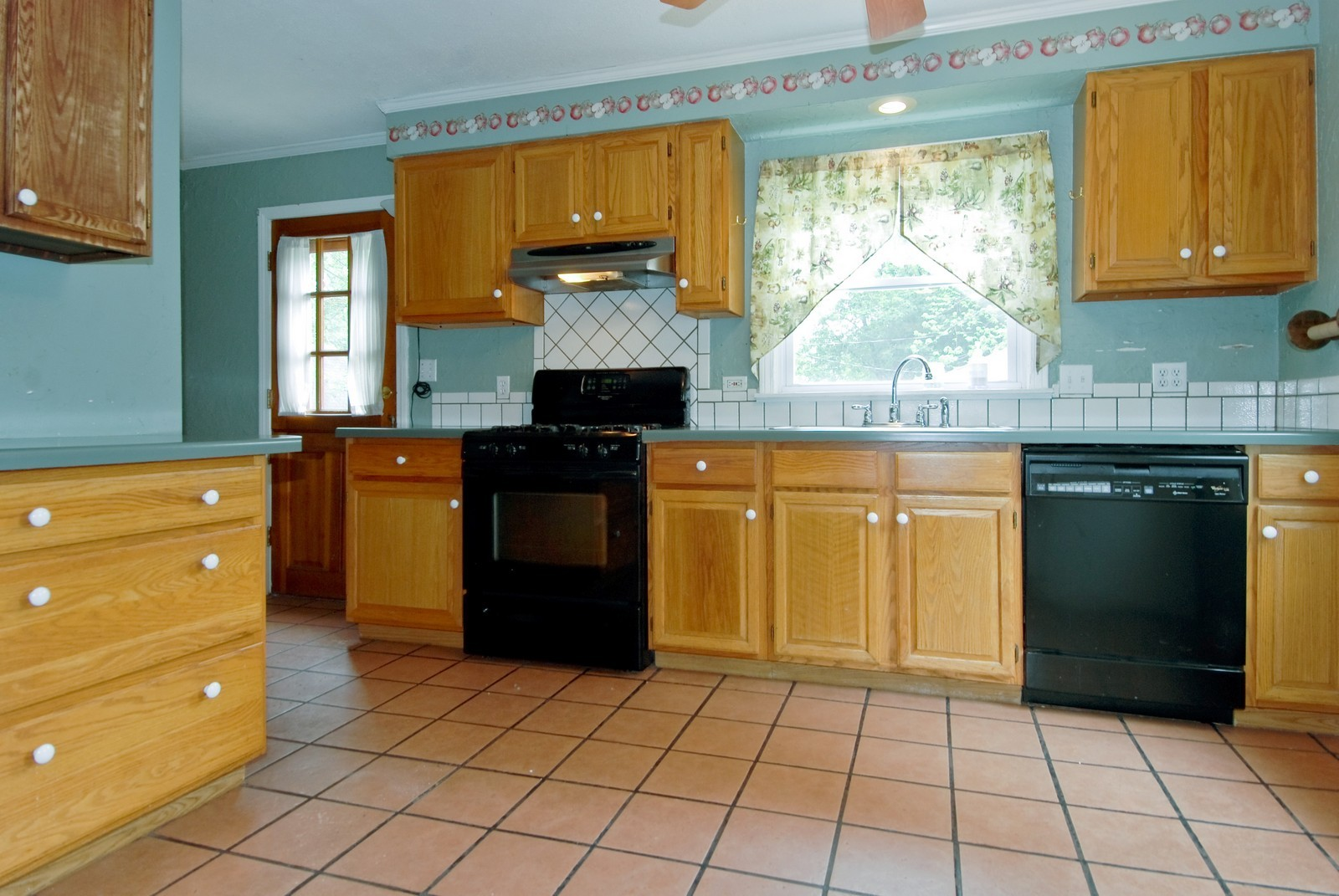Real Estate Photography - 840 N Third, Geneva, IL, 60134 - Kitchen