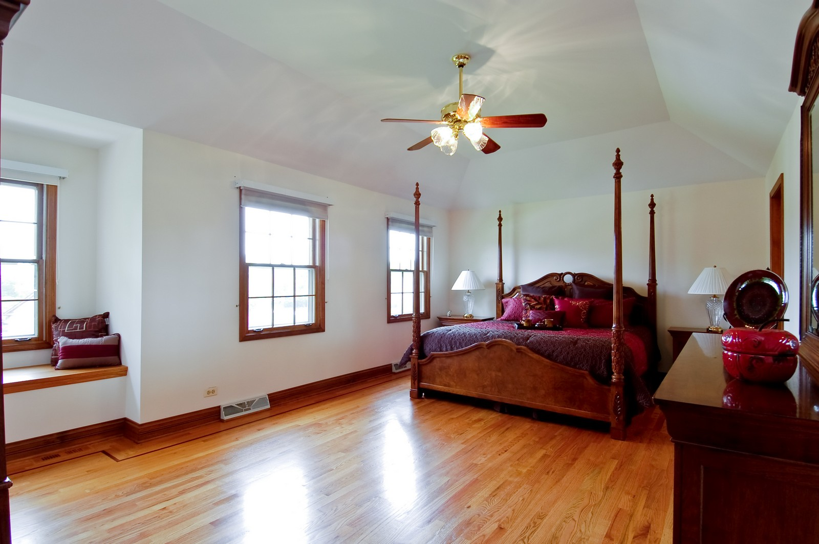 Real Estate Photography - 1S560 Verdun, Winfield, IL, 60190 - Master Bedroom