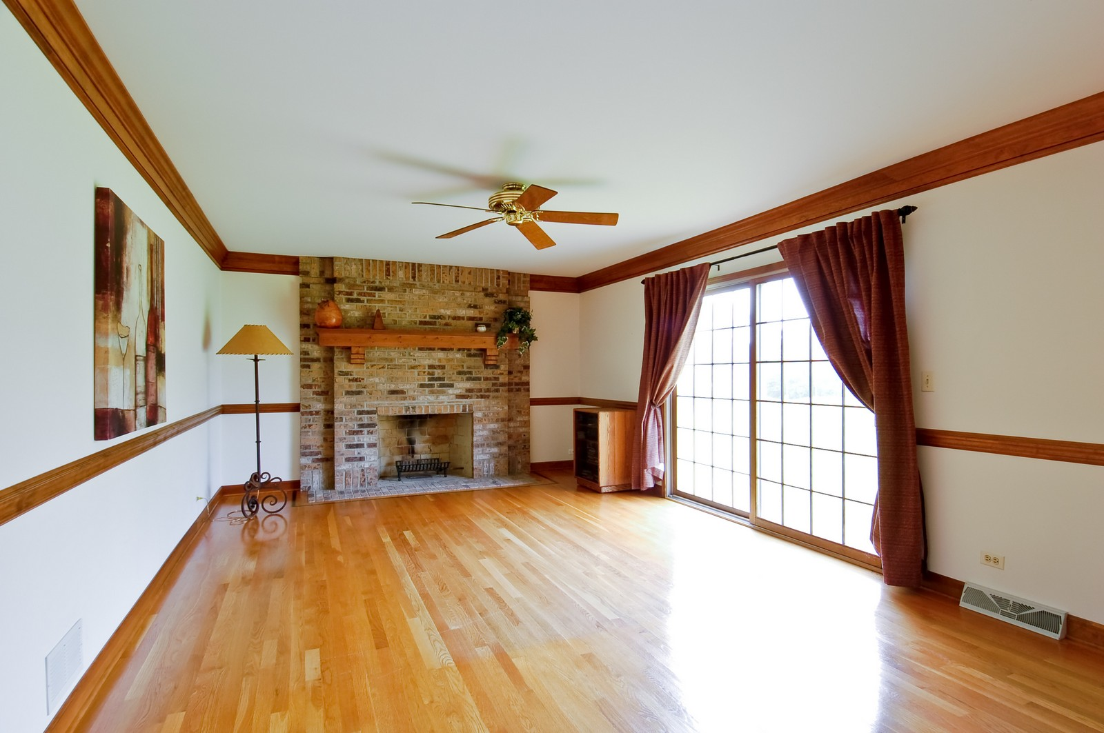Real Estate Photography - 1S560 Verdun, Winfield, IL, 60190 - Family Room