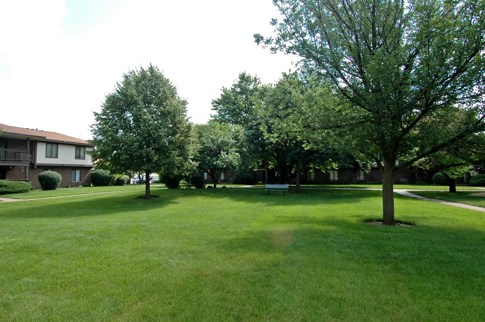 Real Estate Photography - 566 Somerset, Crystal Lake, IL, 60014 - Courtyard