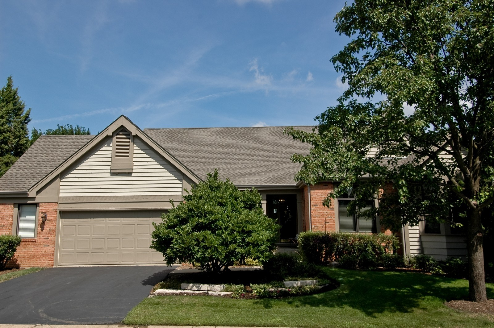 Real Estate Photography - 5 La Costa, Lake in the Hills, IL, 60156 - Front View