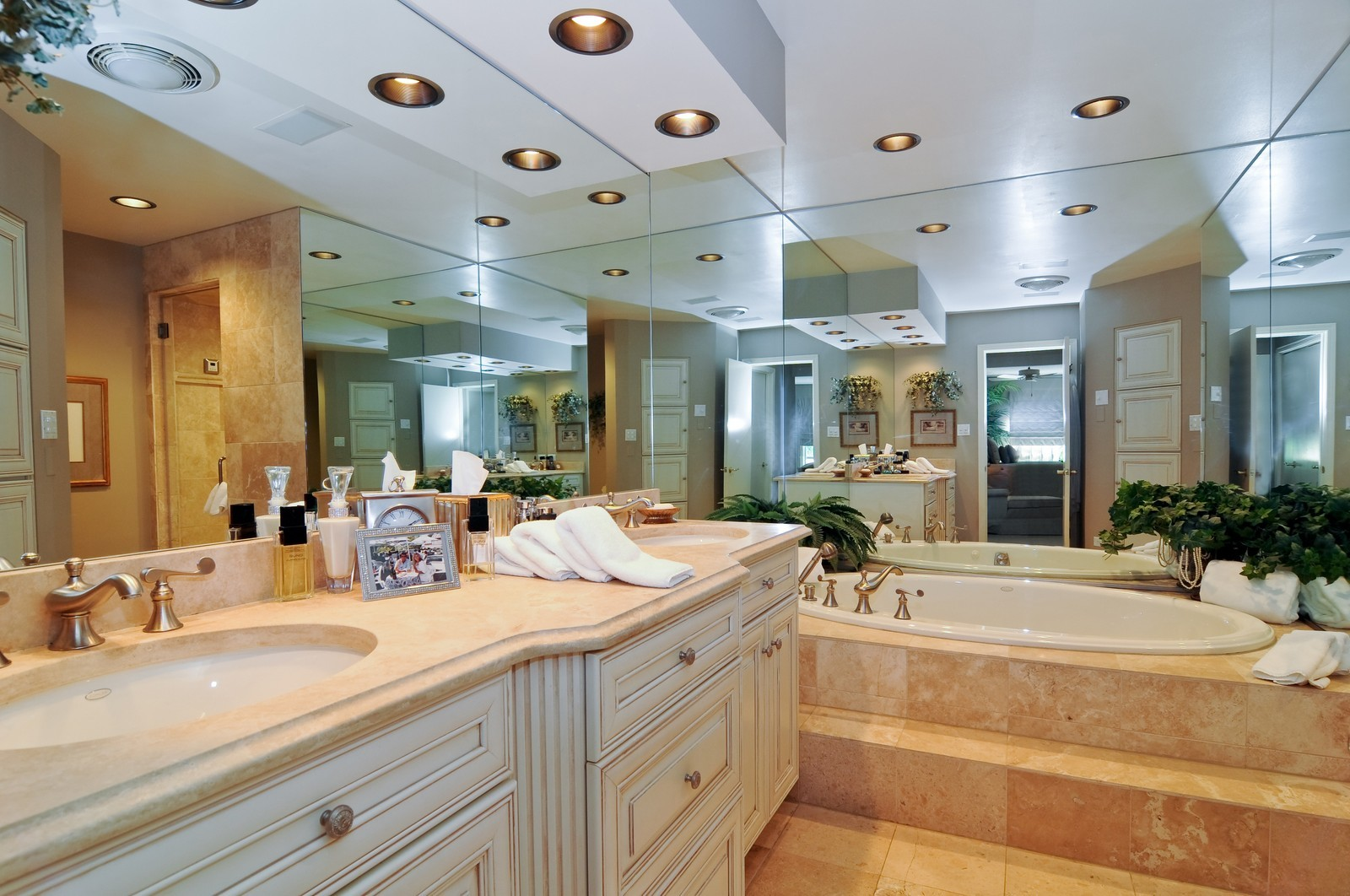Real Estate Photography - 20060 Inverness, Olympia Fields, IL, 60461 - Master Bathroom