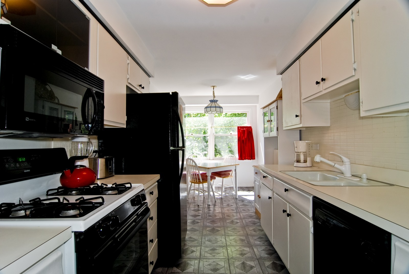 Real Estate Photography - 1535 Park, Unit 305, River Forest, IL, 60305 - Kitchen